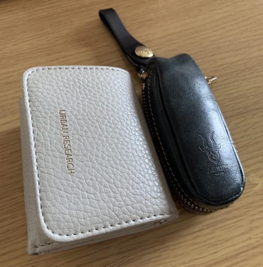 ベルを購入するまで使用していたキーケースと財布の写真です