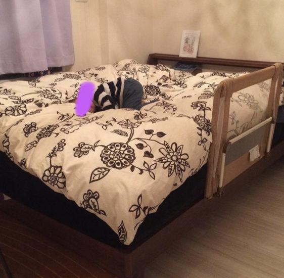 我が家のベッドと長年の写真です