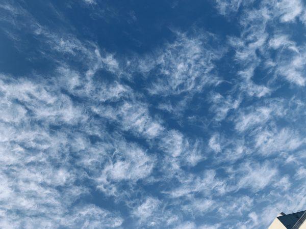 石が届いた日の空の画像です