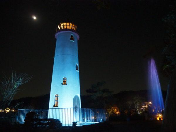 灯台と噴水の写真です